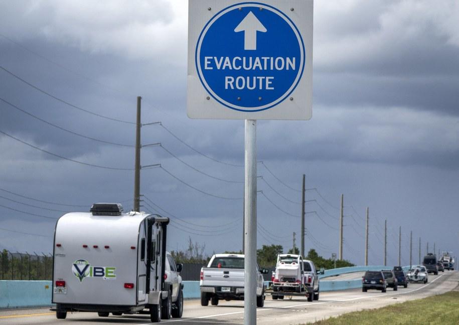 Trwa ewakuacja mieszkańców Florydy /CRISTOBAL HERRERA /PAP/EPA