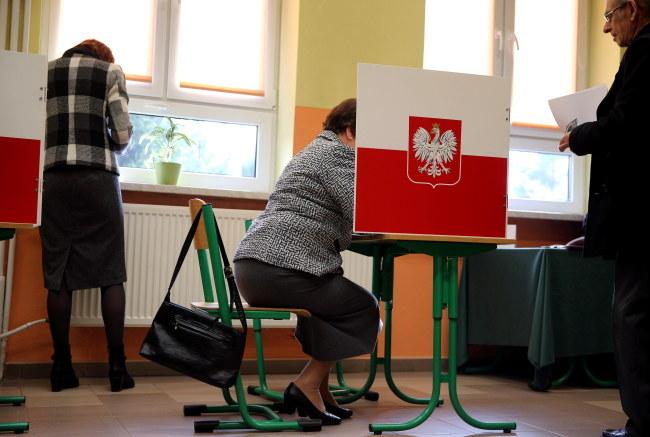 Trwa głosowanie w wyborach parlamentarnych /Andrzej Grygiel /PAP
