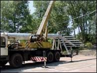 Trwa montaż potężnych konstrukcji, na których zainstalowane zostaną jupitery /RMF
