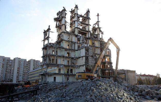 Trwa proces burzenia 45-letniego obiektu TVP na ul. Woronicza /PAP
