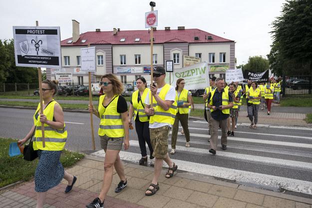Trwa protest Ogólnopolskiego Związku Zawodowego Pracowników Inspekcji Weterynaryjnej /Michal Kosc / FORUM   /Agencja FORUM