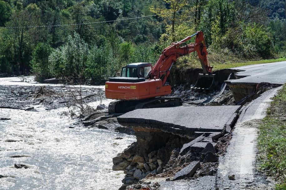 Trwa usuwanie szkód w 108 miejscowościach w Piemoncie - podała Obrona Cywilna /Tino Romano /PAP/EPA