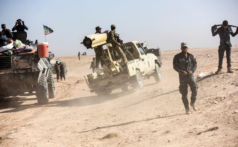 Trwa walka koalicji z tzw. Państwem Islamskim /BULENT KILIC /AFP