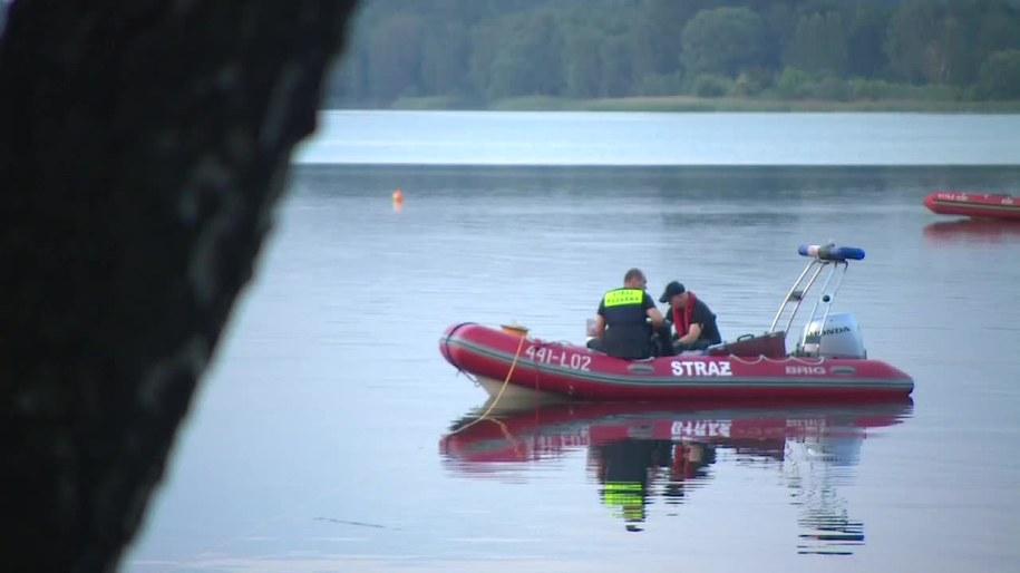 Trwają poszukiwania nastolatka, który pływał w zalewie w Dąbrowie Górniczej /TVN24/x-news