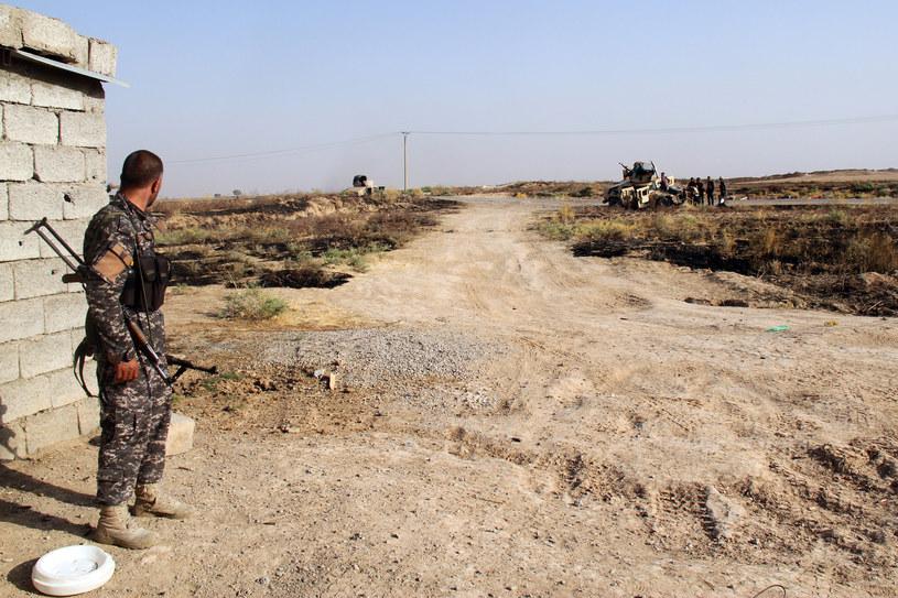 Trwają starcia Kurdów i dżihadystów przy kurdyjskiej stolicy. Na zdjęciu iracki żołnierz /AFP