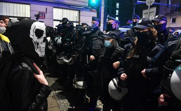 Trzaskowski zarzuca policji uległość wobec PiS, grozi zawieszeniem wsparcia