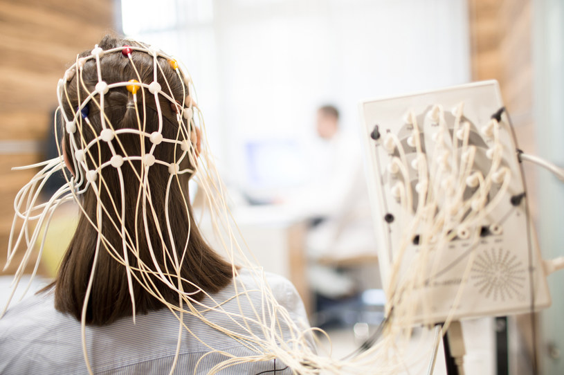 Trzeba uważać na włosy /123RF/PICSEL