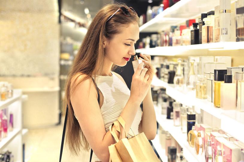 """Trzeba wiedzieć, że poszczególne perfumy zawierają kilka """"warstw"""" zapachów, które składają się na dany bukiet /123RF/PICSEL"""