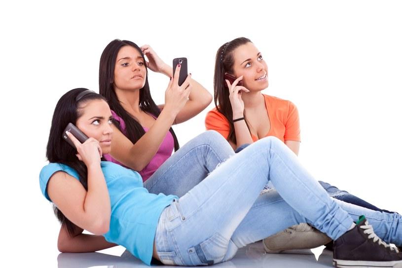 Trzech hiszpańskich operatorów komórkowych zawyżało ceny SMS-ów /123RF/PICSEL