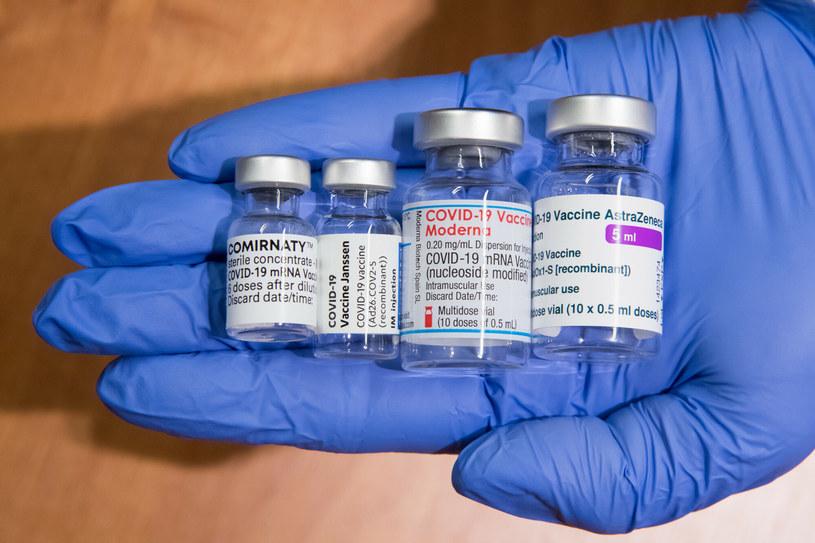 Trzech na 10 badanych deklaruje, że odczuło skutki uboczne szczepienia przeciw COVID-19 /Wojciech Strozyk/REPORTER /East News