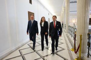 Trzech posłów opuściło klub PiS. Opozycja: Prawica jak domino. Czerwińska uspokaja