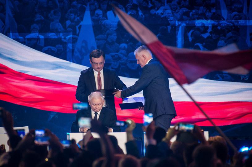 Trzech tenorów Zjednoczonej Prawicy: Jarosław Kaczyński, Zbigniew Ziobro, Jarosław Gowin /Jacek Domiński /Reporter