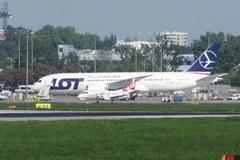 Trzeci Dreamliner przyleciał do Polski