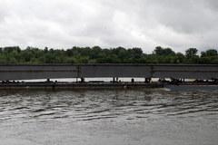 Trzecie przęsło Mostu Północnego płynie do Warszawy