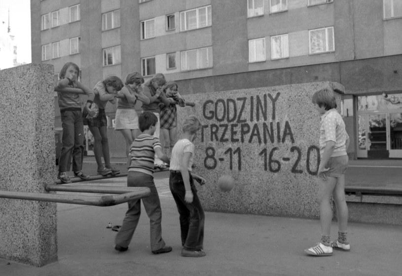 Trzepak to jedno z najważniejszych miejsc dzieciństwa w PRL /Hanna Musiałówna /Agencja FORUM