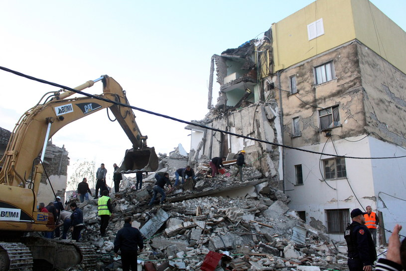 Trzęsienie ziemi miało magnitudę 6,4 i było najsilniejsze od kilkudziesięciu lat /MALTON DIBRA /PAP/EPA