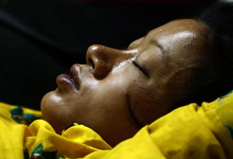 Trzęsienie ziemi pochłonęło tysiące ofiar /AFP