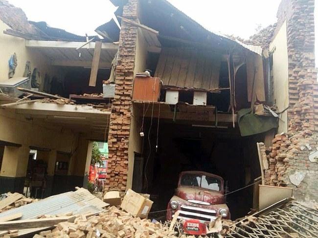 Trzęsienie ziemi wywołało ogromne straty /PAP/EPA