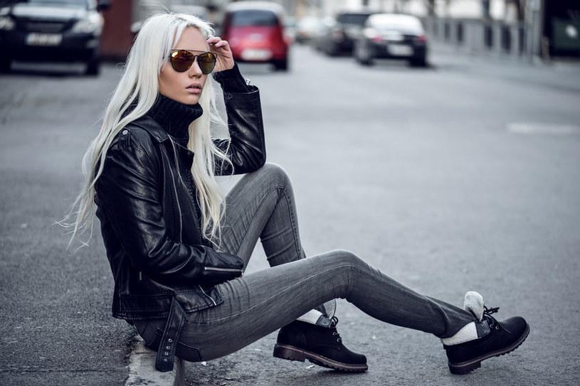 Trzewiki są uniwersalne i warto je uwzględnić w streetwearowej stylizacji /123RF/PICSEL