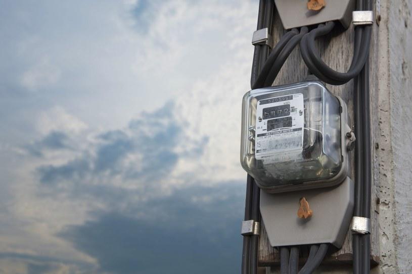Trzy grupy energetyczne ustalają ceny energii w Polsce /123RF/PICSEL