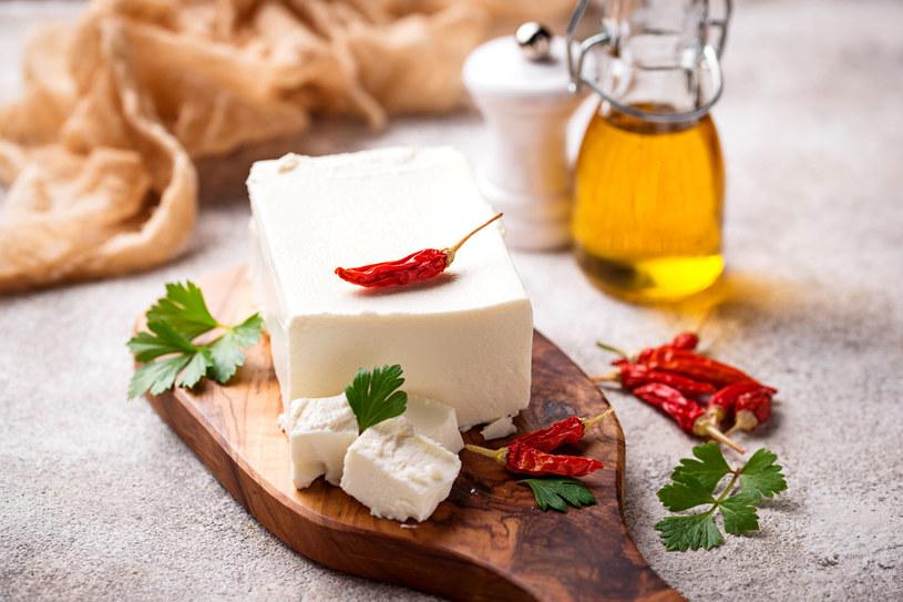 Trzy łyżki oleju wymieszać ze 150 g białego chudego sera. /123RF/PICSEL