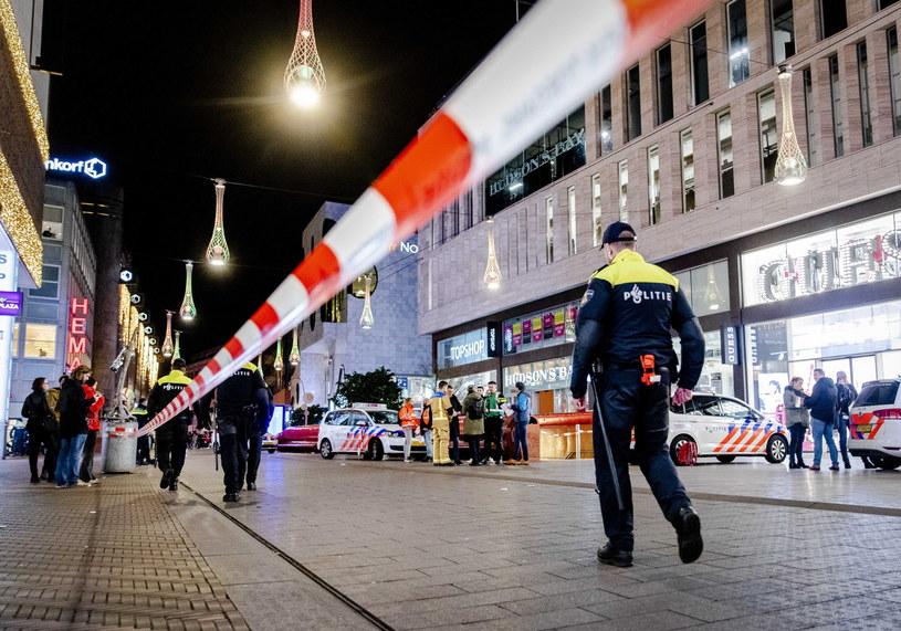 Trzy osoby ranne w ataku nożownika w Hadze /Sem van der Wal /PAP/EPA