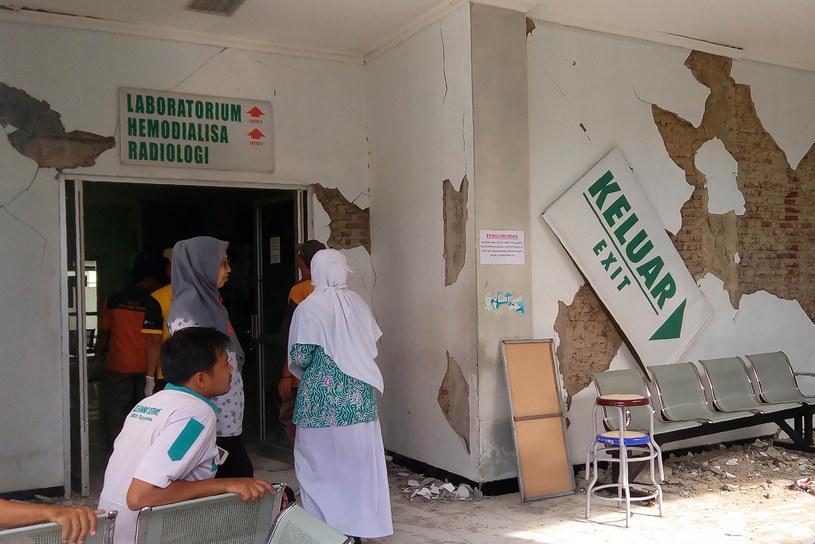 Trzy osoby zginęły w trzęsieniu ziemi na Jawie / STR   /AFP