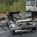 Trzy osoby zginęły w wypadku. Auto spłonęło