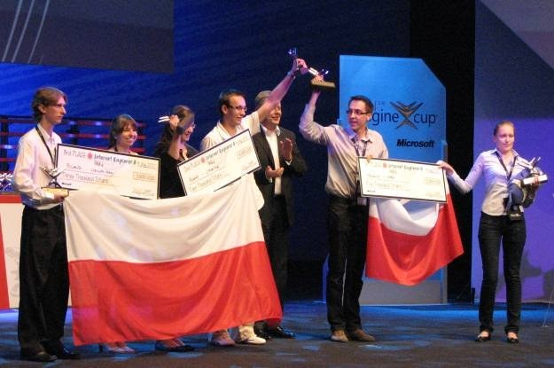 Trzy polskie drużyny, które zdobyły trzy główne miejsca w kategorii Internet Explorer 8. Gratulujemy /INTERIA.PL