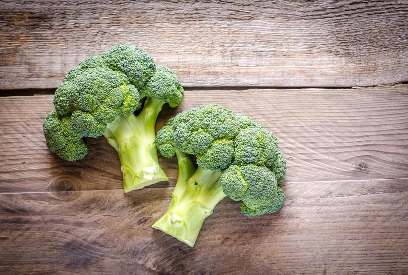 Trzy różyczki brokuła mogą obniżyć poziom cukru nawet o 10 proc. /123RF/PICSEL