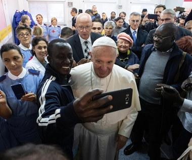 Trzy tysiące ubogich i bezdomnych na obiedzie w Watykanie