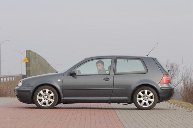 """Trzydrzwiowy -€"""" kupując Golfa z tym nadwoziem trzeba wybierać egzemplarz dobrze wyposażony. Wersję podstawową będzie trudno odsprzedać. /Motor"""