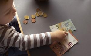 Trzylatek poszedł sam na zakupy. Miał przy sobie 1045 euro