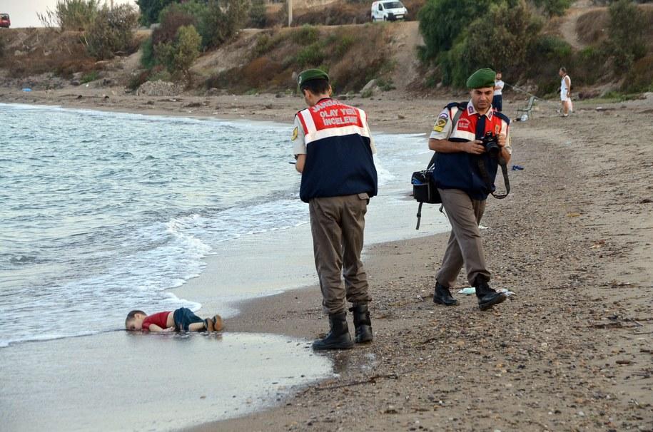 Trzyletni chłopiec utonął razem z matką i pięcioletnim chłopcem /DOGAN NEWS AGENCY  /PAP/EPA