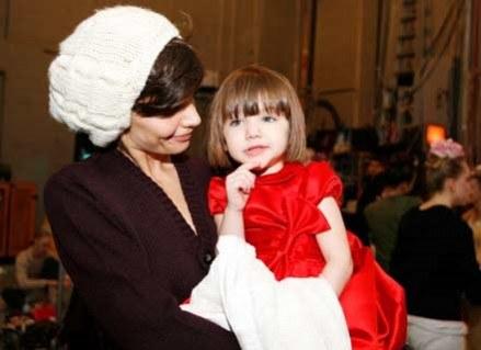 Trzyletnia Suri traktowana jest jak dorosła /Getty Images/Flash Press Media