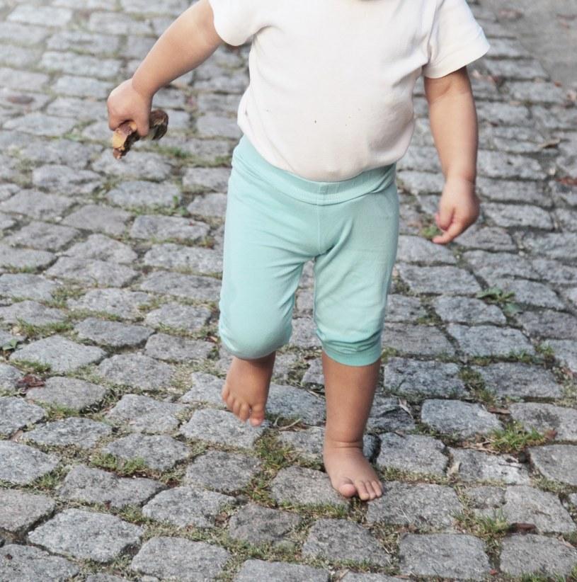 Trzyletnie dziecko błąkało się po ulicy /Sigrid Gombert /Agencja FORUM
