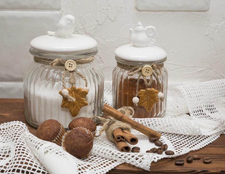 Trzymaj produkty sypkie w słoikach /©123RF/PICSEL