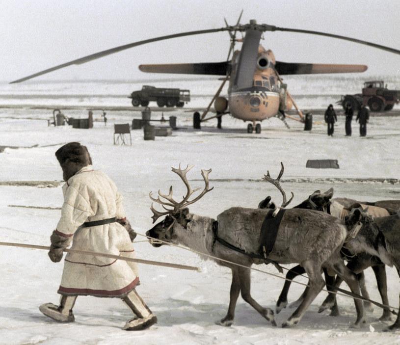 Tukhard, kraj Krasnojarski. Rozładunek Mi-6 w arktycznych warunkach /East News