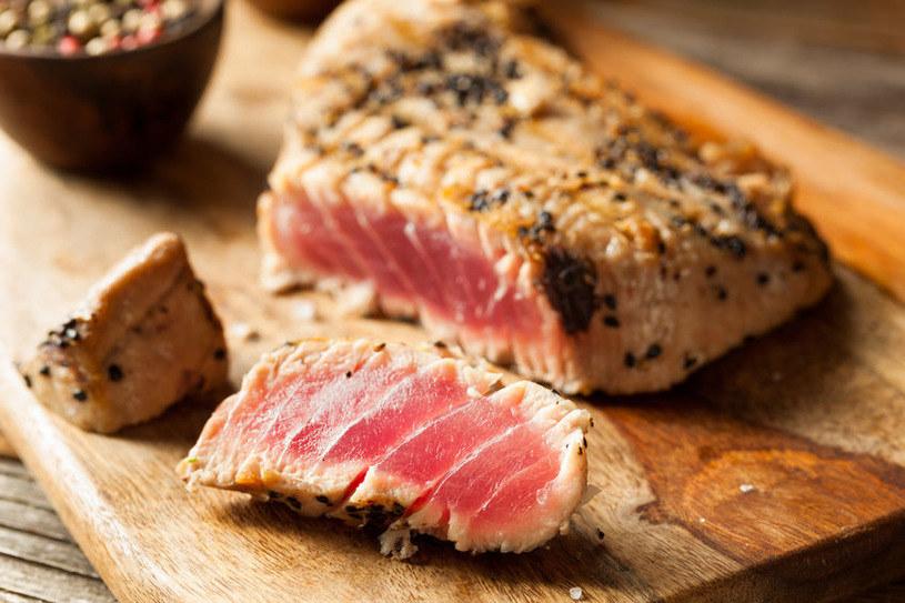 Tuńczyka nie polecamy w codziennym jadłospisie /123RF/PICSEL