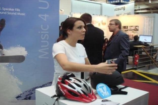 TuneBug Shake - czyli słuchanie muzyki i bezpieczna jazda rowerem /INTERIA.PL