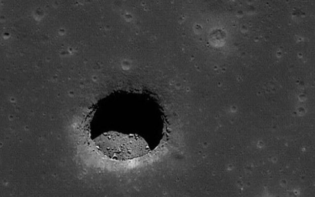 Tunele na Księżycu mogą mieć wiele kilometrów długości /NASA
