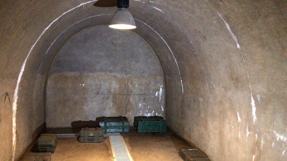 Tunele znajdują się 50 metrów pod poziomem zamkowego dziedzińca /Bartek Paulus /RMF FM