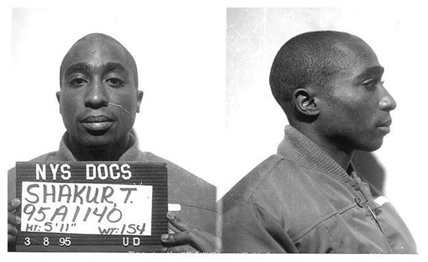 Tupac, zanim został zamordowany, zaliczył odsiadkę /East News