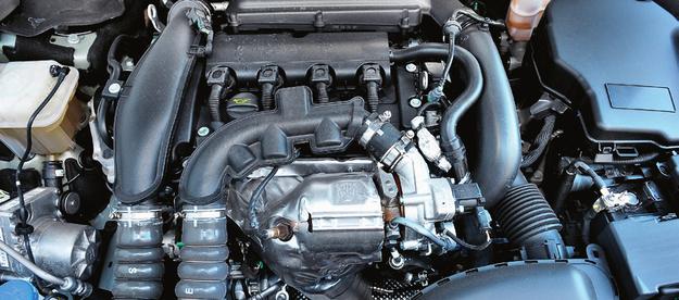 Turbodoładowane silniki benzynowe (na zdjęciu) mają bezpośredni wtrysk paliwa i nie grzeszą trwałością. /Motor