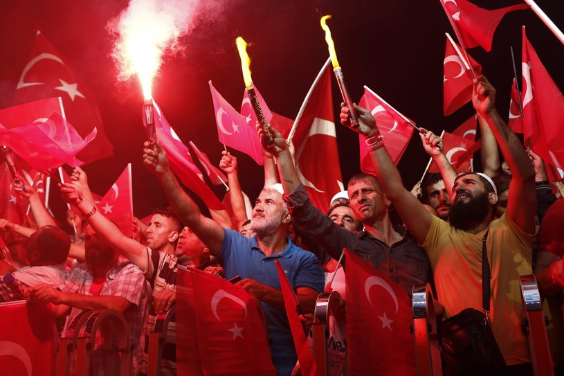 Turcji grozi upadek instytucji /PAP/EPA