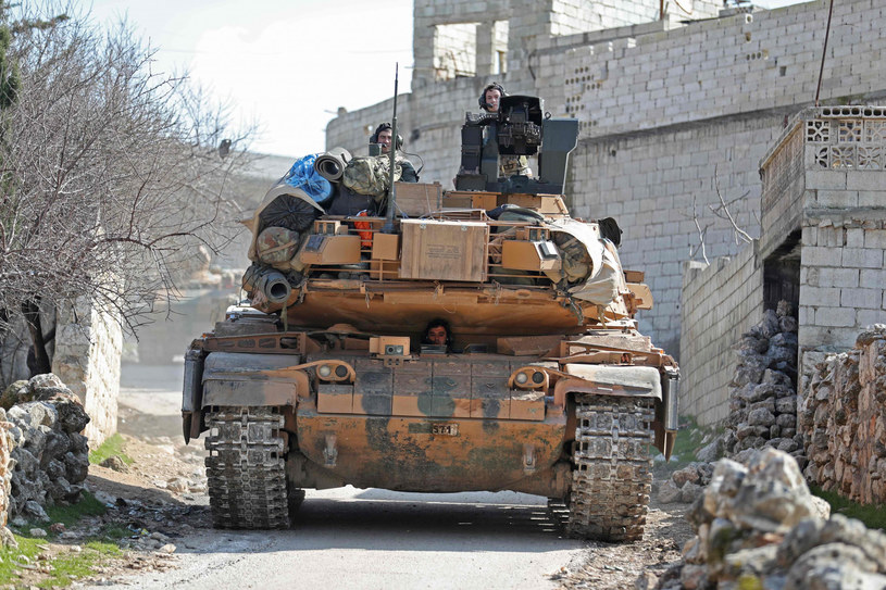 Turecki czołg na południu syryjskiej prowincji Idlib /OMAR HAJ KADOUR/AFP/East News /East News