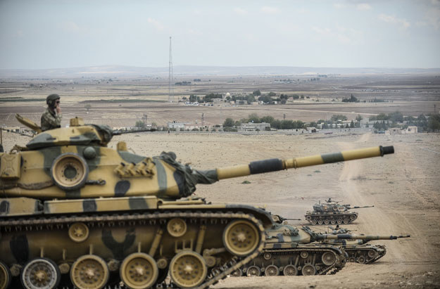 Tureckie czołgi przy syryjskiej granicy /AFP