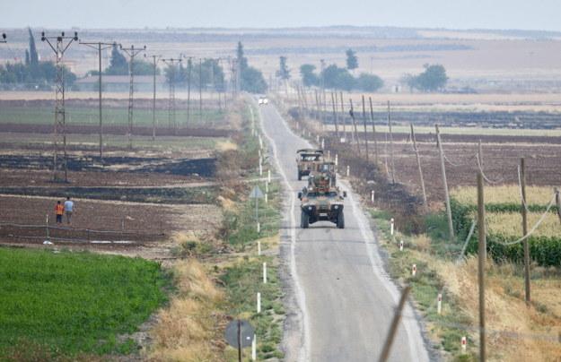 Tureckie patrole w pobliżu granicy z Syrią /PAP/EPA/DENIZ TOPRAK  /PAP/EPA