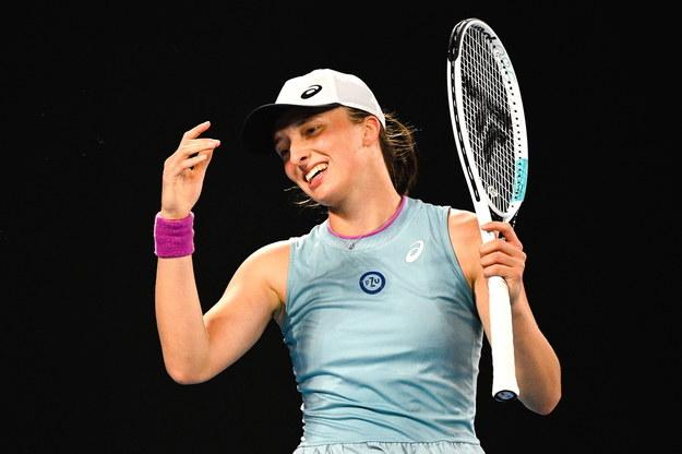 Turniej WTA w Dubaju: Awans Świątek do 1/8 finału /DEAN LEWINS /PAP/EPA