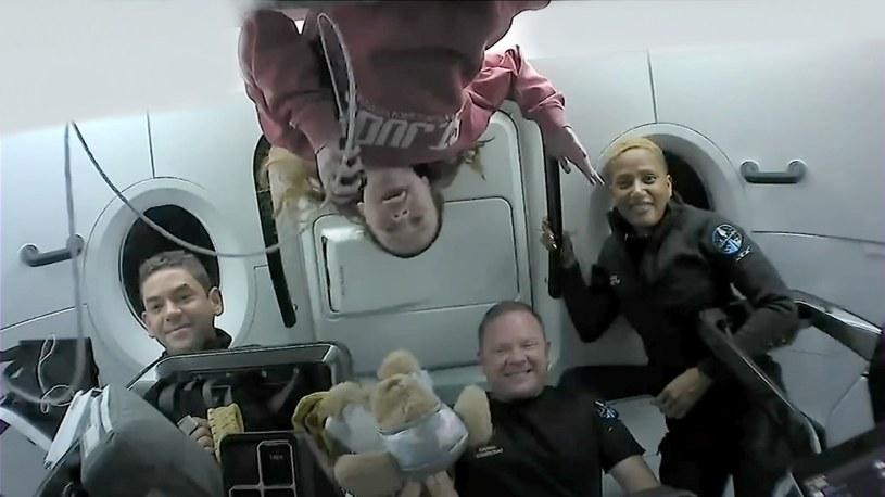Turyści Inspiration4 świetnie się bawią na orbicie. Rozmawiali z Tomem Cruisem i dzieciakami [WIDEO] /Geekweek